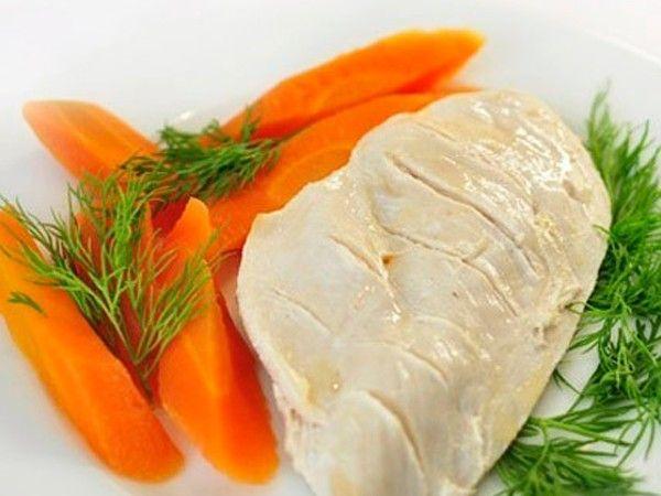 Ешьте мясо. От белков не толстеют. Но, помните, что готовить мясо нужно без масла: запекать в духовке, аэрогриле, варить или готовить на пару. Самое диетическое мясо это куриная грудка.