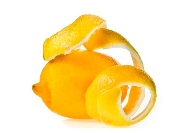Если вы хотите, чтобы в вашей квартире был приятный запах, проварите несколько минут в воде лимонные корки.