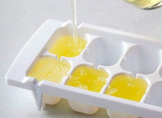 Если для приготовления какого-либо блюда требуются желтки, белки можно заморозить в формочках для льда и использовать их потом.