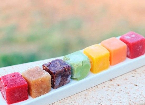 Замороженное фруктовое пюре можно класть в творожок ребенку, предварительно разморозив.
