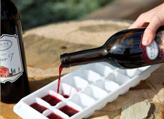 Если заморозить остатки вина, можно будет добавить его к мясу при тушении.