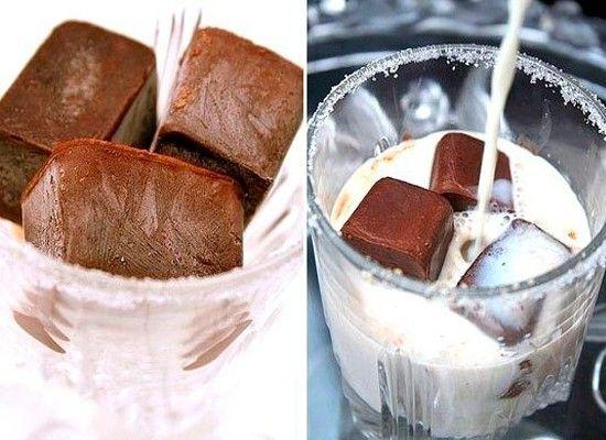 Если заморозить шоколад, можно сделать вкусный шоколадный напиток за 5 минут!