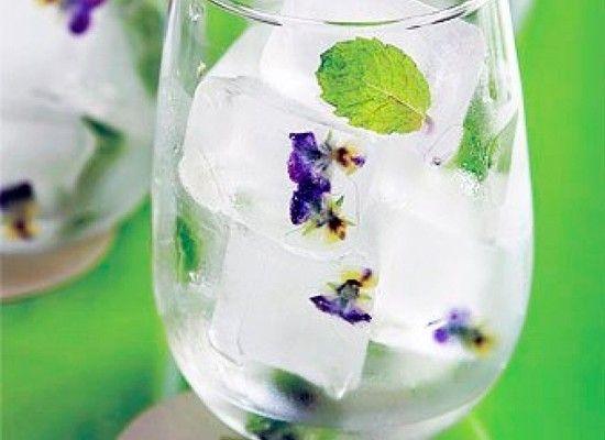 Цветы, замороженные в воде, это очень красиво!