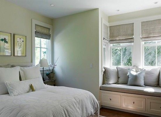 Идеи оформления окна в спальне