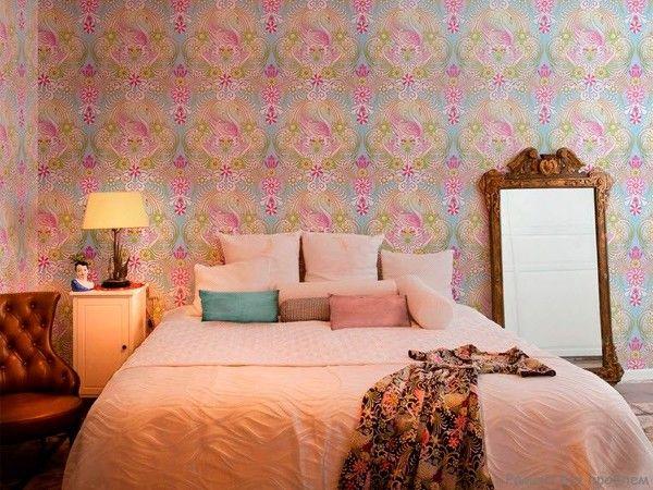 1. Обои, пожалуй, наиболее популярный вариант декора помещения. Существуют разные виды обоев: от простых бумажных до виниловых или даже 3D. Материал выбирается в зависимости от комнаты.