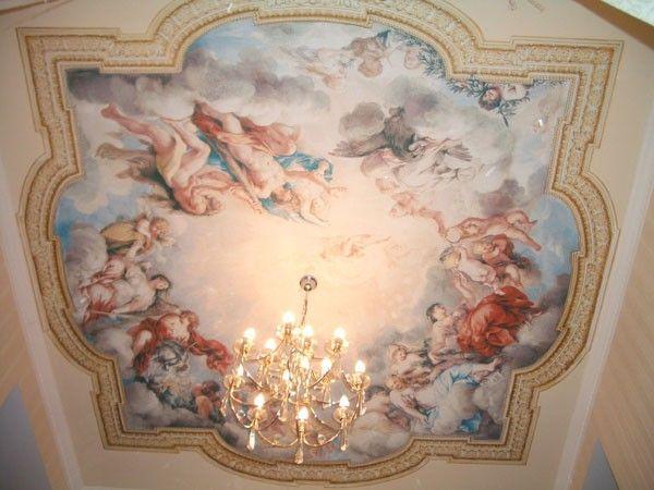 9. Изображение, полученное в результате росписи водными красками по сырому слою штукатурки, называется фреской.     Так как это ручная роспись, процесс производства занимает большой промежуток времени. Это очень дорогие потолки.