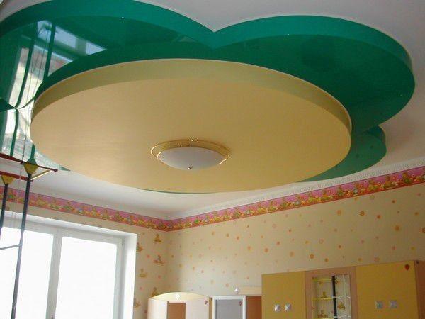 10. Крепление отделочных материалов на подвесные профили является второй большой категорией способов декорирования верхней части квартиры. Потолки, смонтированные таким образом, называются подвесными.