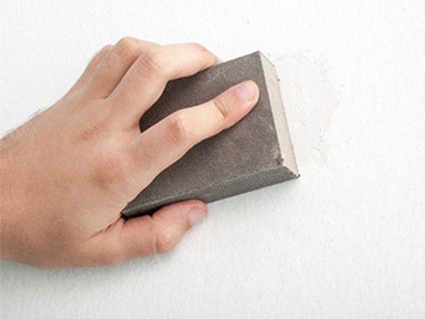 10. Идеальное шлифование поверхностей. Измельчите мел на поверхности, которую шлифуете. Продолжайте полировать, пока поверхность не станет совершенно ровной.