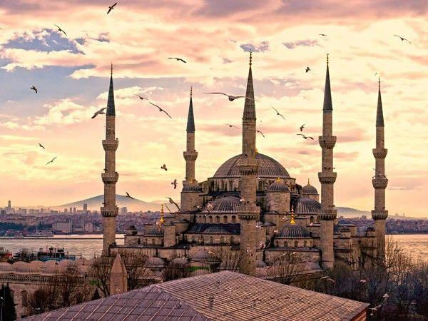 9. Голубая мечеть. Голубая мечеть считается первой по величине и одной из красивейших мечетей Стамбула.