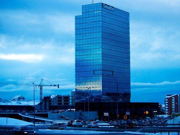 8. Турнинн. Этот ресторан находится на 77 этаже торгового центра в Рейкьявике. С него видно весь город!
