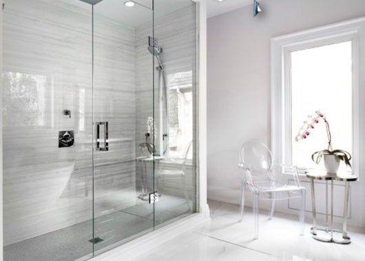6. Умная ванная комната. Придерживаясь тенденции к экологичности жилья, потратьтесь на качественные фильтры для воды, на хорошие распылители с аэраторами и на сенсорные краны. Ещё один модный тренд для ванной комнаты в 2016 году: прозрачные стеклянные двери в душ вместо громоздкой душевой кабины.