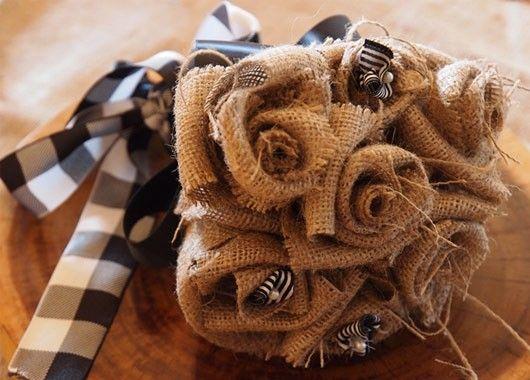 Цветы из мешковины