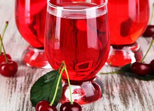 Компот. 2-3 ст. китайской вишни, 400 г сахара, 2 л воды. Ягоды залить кипятком на 15 минут. Воду слить и перемешать с сахаром. Варить сироп 15 минут. Вишни разложить по банкам и залить сиропом.