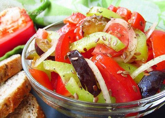 10. Салат. 5-6 слив, 2 сладких перца, 2 помидора, 1 луковица, 1 ч.л. семян льна, растительное масло. Все ингредиенты нарезать, посолить, заправить растительным маслом.