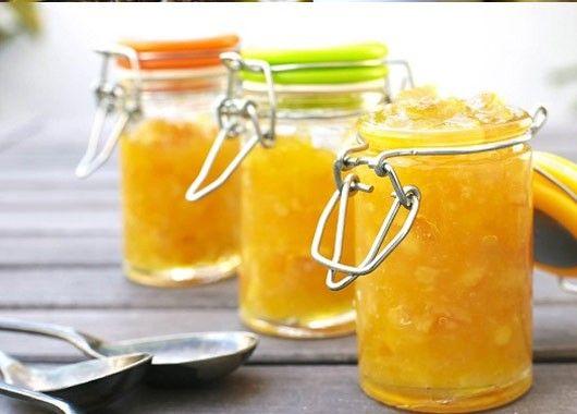 11. Джем. По 1 кг дыни и сахара, 2 лимона, 200 мл воды. Дыню нарезать кубиками, засыпать сахаром и оставить на 10 часов. Один лимон нарезать пластинами из второго выжать сок и добавить к дыне. Довести до кипения. Варить около часа на маленьком огне. Разлить по банкам. Закатать.