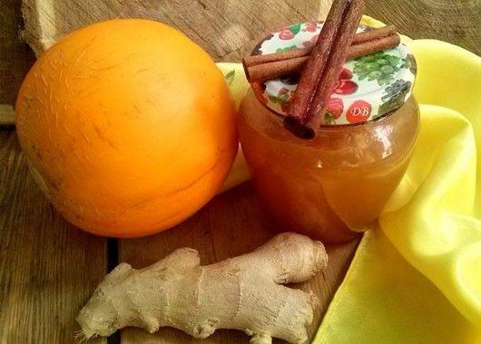 5. Повидло. Дыня — 1 кг, сахар — 500 г, корица — 1 шт. (палочка), кусочек корня около 2см., лимон — 1 шт. Дыню нарезать, засыпать сахаром и оставить на 2 часа, после чего варить 30 минут. Измельчить блендером, добавить сок лимона, корицу, имбирь. Варить еще 15 мнут, закатать.
