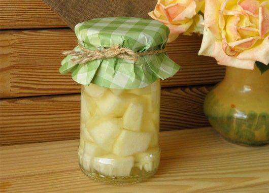 3. Консервированная дыня. Дыня  — 1 кг, сахар — 1,5 ст., лимонная кислота — 0,5 ч.л., вода — по вкусу. Дыню нарезать кубиками, положить в стерильные банки. Залить кипятком и оставить на 10 мин. Слить жидкость, добавить сахар и лимонную кислоту. Довести до кипения и разлить по банкам. Закатать.