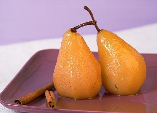 Груши в сиропе. На 1 кг груш 700 г сахара и 100 г воды, 1/4 ч. л. лимонной кислоты. Груши бланшировать в кипятке 5 мин., вытащить. Сварить сироп: добавить в сахар лимонную кислоту и воду, довести до кипения. Залить груши кипящим сиропом. Оставить до остывания.  На следующий день довести до кипения и проварить примерно 20 мин. Положить груши в банки, залить сиропом и закатать.