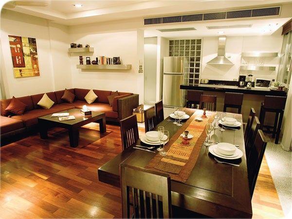 Интерьер кухни с диваном