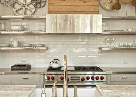 Вытяжка в интерьере кухни