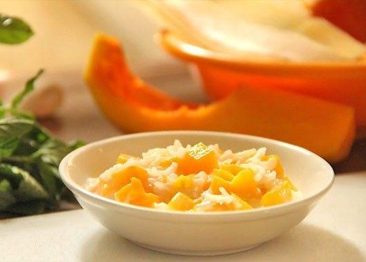 13. Отварить рис до полуготовности. Залить молоком, добавить нарезанную тыкву, сахар, соль. Варить на медленном огне до готовности.