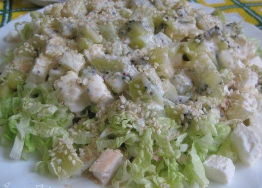 10. Салат с фетой. Смешать майонез, уксус, чеснок и укроп. Поставить в холодильник на несколько часов или на ночь. Смешайть курицу, перец и сыр и перемешать с охлажденным соусом.