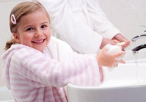 Чаще проветривайте квартиру (особенно комнату малыша), чаще мойте руки, чаще проводите в доме влажную уборку.