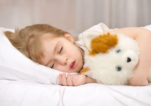 Для профилактики простуд и поддержания иммунитета особенно важно сохранять энергию в детском организме. Хорошим помощником в этом случае будет четкий распорядок дня и полноценный сон.
