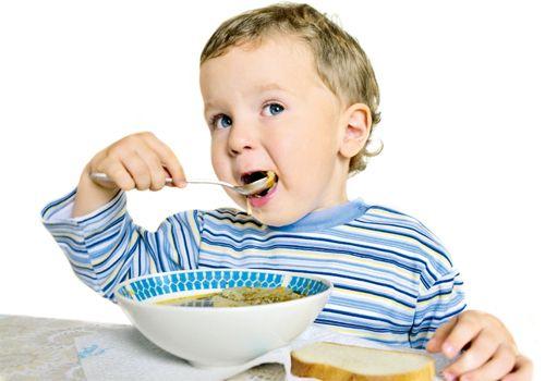 Ограничение на кормление в промежутках между кормлениями: помните о том, что слюна обладает выраженной противовирусной активностью. Постоянная еда — снижение активности слюны. Понятно, что когда во рту еда, так слюна занимается не вирусами, а едой.
