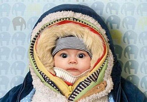 Не кутайте ребенка, одевайте его по погоде. Вспотевший ребенок быстро переохлаждается и заболевает.