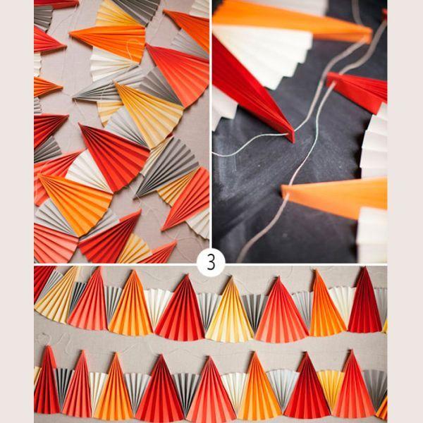 Можно цветные веера сделать яркими, а белые - поменьше. Скреплять их между собой можно не только клеем, но и степлером.