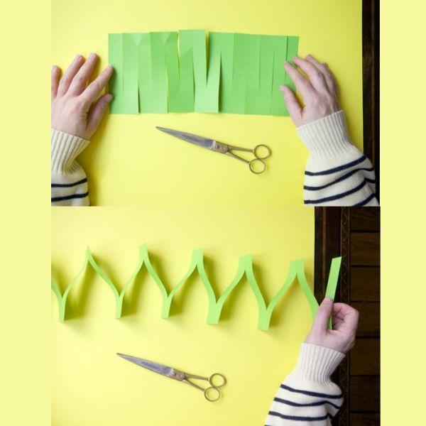 Чтобы сделать гирлянду длинной, соедините между собой отрезки гирлянды с помощью скотча, клея или степлера. Делается такая гирлянда очень быстро.