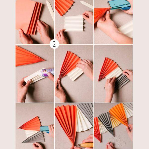 Сложите лист бумаги гармошкой. Получился веер. Теперь с помощью клея соединяем веера между собой так, как показано на фото.