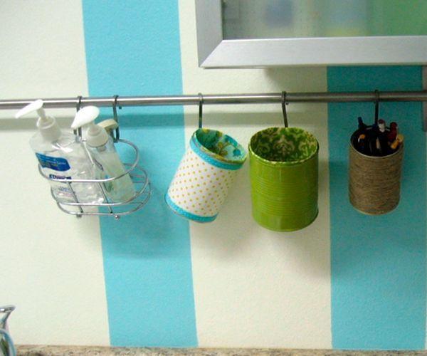 Такая подставка пригодится на любой кухне. Хранить там можно все, что угодно: вилки, трубочки для коктейля и другие необходимые предметы.