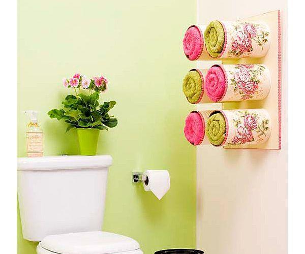 Оригинальная идея использования жестяных банок, интересный способ декорирования.По-моему, такая полочка подойдет для хранения многих вещиц, не только полотенец.