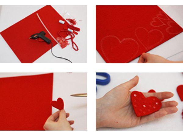Размечаем на красном фетре пять сердец разного размера — от меньшего к большему. Вырезаем и декорируем: те, что побольше — крупными бусинами, поменьше — бисером и пайетками. Раскладываем сердца так, как они будут располагаться в гирлянде: маленькие — внизу, распределяем их и отмеряем необходимую длину атласной ленты для каждого.