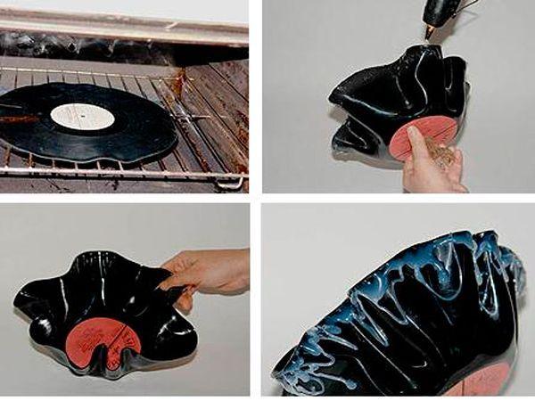Положим пластинку в разогретую духовку. Через 30-40 секунд осторожно достанем ее, сожмем края так, чтобы получились волны.