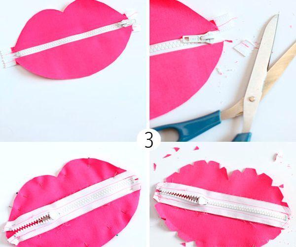 Теперь зафиксируйте заднюю часть сумочки с помощью швейных булавок. Начинайте с молнии. Прежде чем вывернуть готовую сумочку, пройдитесь по краям с помощью ножниц зигзаг или же сделайте надрезы обычными ножницами.