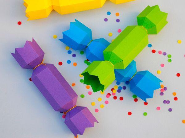 Если подарить ребенку сладости в такой красочной коробке, он будет в восторге. Можно повесить такие конфетки на новогоднюю елку.