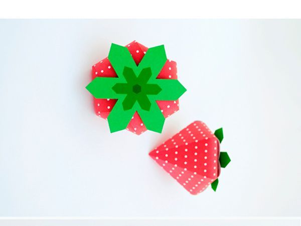 Еще одна забавная подарочная коробка из бумаги в виде клубники. Делается очень просто и быстро!