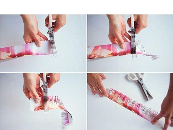 Каждую полоску нарежьте бахромой. Для этого можно использовать специальные ножницы.