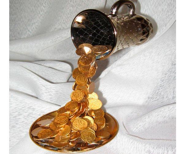 Водопад из монет - это очень символичный сувенир. Его можно подарить к любому празднику!