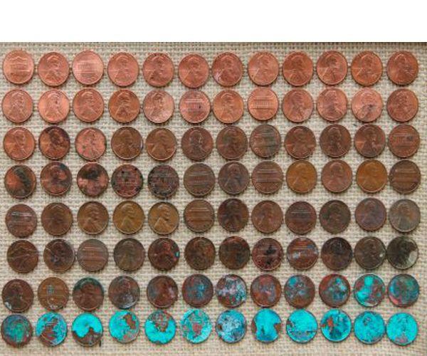 Монеты изменят цвет. Отсортируем их по цвету и приклеим к мешковине. Вставляем панно в раму.