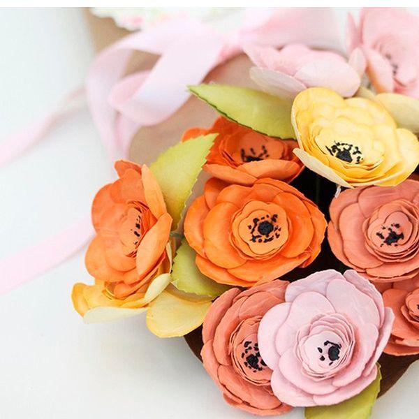 Такие цветы из бумаги смотрятся очень нежно и празднично. Вам понадобятся специальные инструменты для бумагопластики.