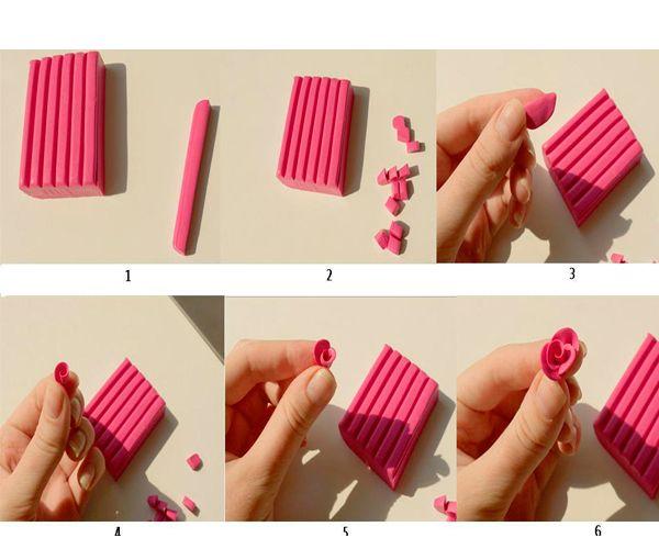 Сначала отделяем от бруска пластики небольшую полоску лезвием. Режем ее на равные части. Каждая заготовка – это будущий лепесток розы. Для большего удобства будем сразу скатывать их в шарики. Приступаем к лепке розочек.