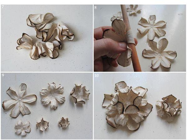 Сомните лепестки так, как показано на фото. Сложите цветок, смазывая каждый слой клеем.