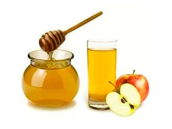 Антицеллюлитное тесто: взять в равных количествах мед и яблочный уксус, замесить из них тесто на пшеничной муке. Делать обертывание тестом на 2 часа. На следующий день те же места обернуть творогом нежирным, и опять на 2 часа под одеяло. Делать, пока не наступит улучшение. 100 % результат гарантирован.