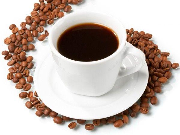 Кофе также помогает от целлюлита. Дважды в неделю нужно использовать кофейную гущу в качестве скраба для кожи.