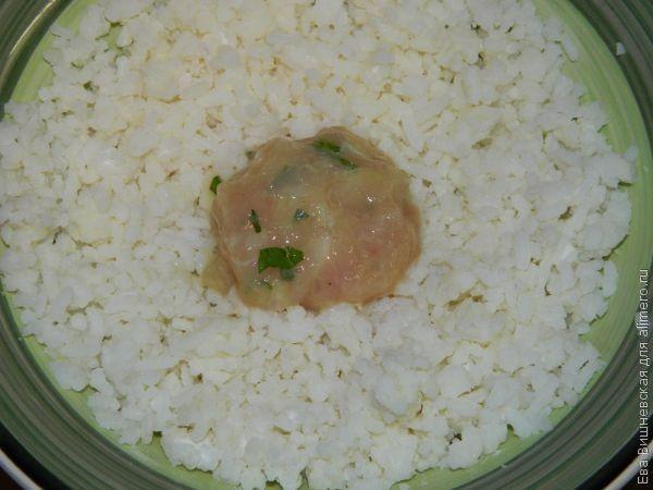 Куриные котлеты в рисе
