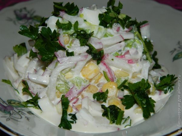 салат с яйцами и кукурузой